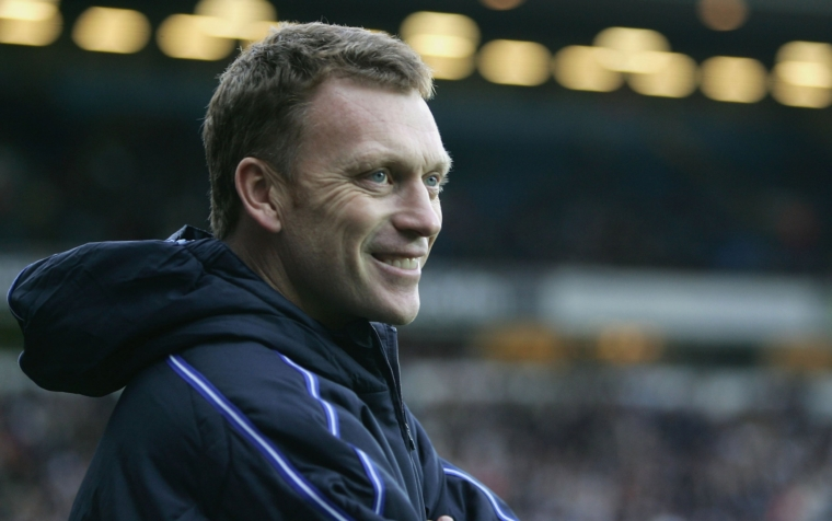 BLACKBURN, ENGLAND - DECEMBER 18: David Moyes the manager of Everton watches play during the FA Barclays Premiership match between Blackburn Rovers and Everton at Ewood Park on December 18, 2004 in Blackburn, England. (Photo by Mark Thompson/Getty Images)